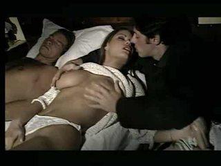 ゴージャス ベイブ being assaulted で ベッド ビデオ