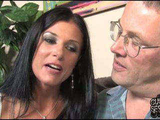 아내 goes 검정 에 앞 의 그녀의 오쟁이 진 남편 남편