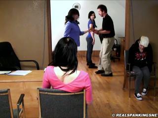 Skola corporal punishment paddling- 3 meitenes