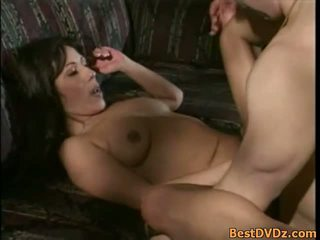 Sexy brunette milf gets nailed op sofa