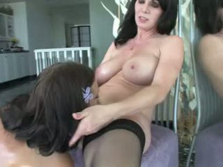 Ivy winters ו - rayveness חרמן לסבית בחורות לקבל דילדו סקס