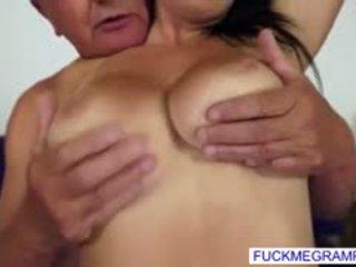 Agnes has een ding voor oud cocks