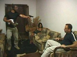 Brasileira corno fodido em frente de marido por irvinkloss