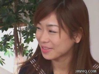 Japanisch schoolgirls lutschen schwanz (uncensored)