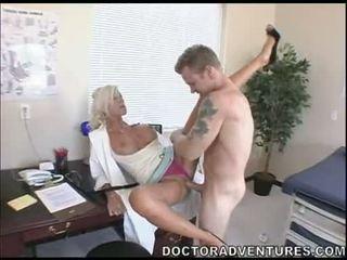 Krūtainas wench puma swede gets viņai kampiens thumped līdz a rock grūti dzimumloceklis