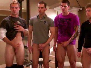 Sexy grup amateurs masturband-se