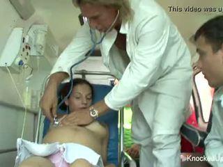 Two вагітна немовлята в an оргія