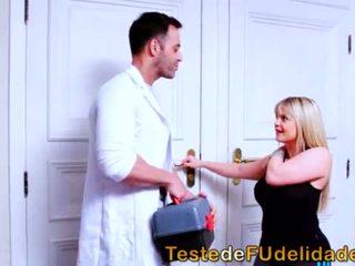 Loira rabuda seduzindo massagista casado <span class=duration>- 6 min</span>