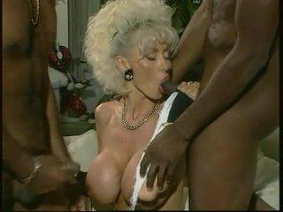 Dolly buster - milf zajebal s 2 črno guys