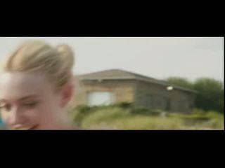 Dakota fanning en elizabeth olsen dun dipping