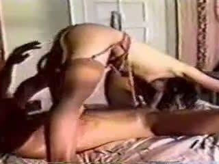 А класически в легло секс с а мъж и жена
