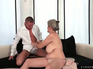 Barmfager bestemor enjoys hot sex med henne boyfriend