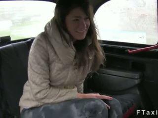 طبيعي أشعر كس امرأة سمراء مارس الجنس في fake taxi