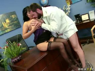 Sexually excited sophia lomeli gets her mouth busy engulfing a hard man çupa-çups