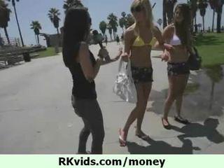 Wat kan doen een meisje voor sommige cash 11