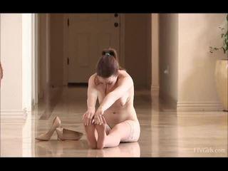 Meghan uz zeķe doing daži balerīna dejošas