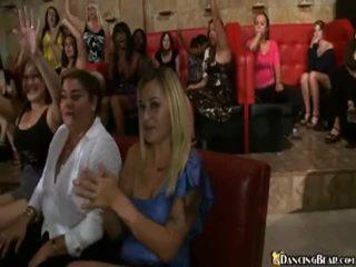 Male stripper goes סביב reciving bjs ו - סקס