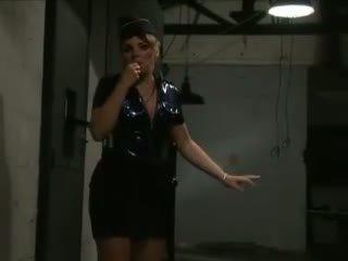 Laura em cadeia