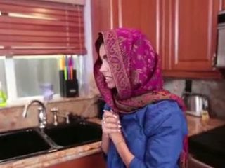 Arab pusaudze ada gets a warm vāvere cream