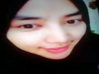 Pievilcīgas hijab meitene jakrta par nauda uz bigo wearing hijab