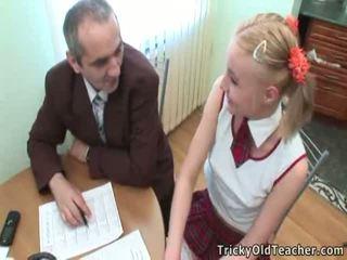 Søt student pleases henne gammel trener til mer utmerket grades