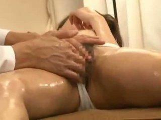 Verlegen jong bruid massage spycam