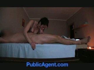 Masseur offered cash voor seks