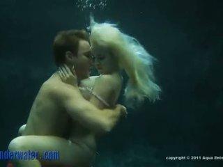 Whitney taylor - अंडरवॉटर सेक्स