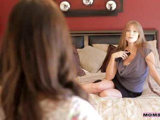 Moms mācīt sekss - māte teaches stepdaughter daži jauns tricks