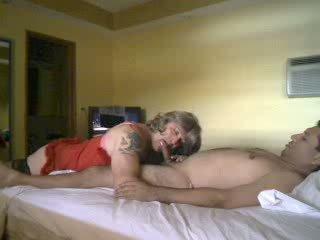 Crossdresser fodido por um hooters guy