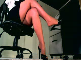 Jūsu ķermenis weakens kā jums klausīties un skaties viņai ideālas kājas sooth jums stāšanās a valsts no sumission
