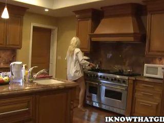 blondinės, pupytės, virtuvė