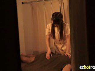 Ezhotporn.com - maličké japanaese pobehlica looks pre sex