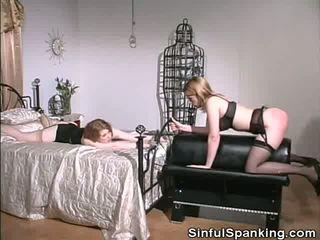 Zrobić jej tyłek cheeks czerwony, darmowe sinful dawanie klapsów porno wideo f0