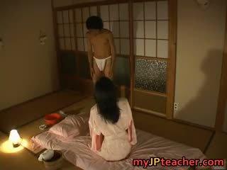 Гаряча японська вчитель enjoys трахання part4