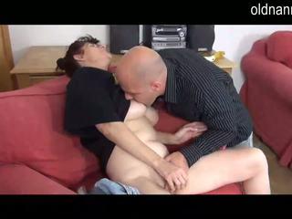 Geil oma pijpen met jong man