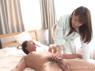 Yuma asami touches एक डंडा और has स्पर्म onto उसकी स्टन्निंग chest