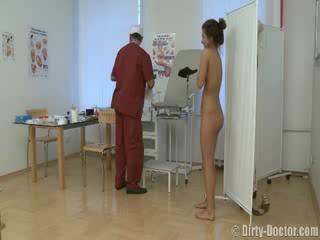 Bejba perverzno s a gynecologist