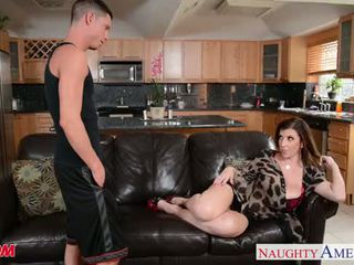 Sexy mamma sara jay gets knullet og facialized