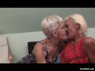 Lesbisch grannies having plezier