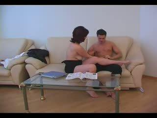 Dojrzała mama fucked przez młody chłopak (amateur nastolatka )