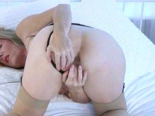Camilla garš uz pārsteidzošās solo orgasms