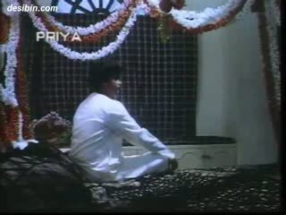 Desi suhaag raat masala วีดีโอ a ร้อน masala วีดีโอ featuring guy unpacking ของเขา เมีย บน เป็นครั้งแรก คืน