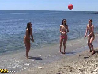 Κολλέγιο σεξ πάρτι υπό ο ήλιος heat του ο παραλία