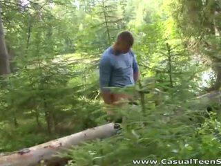 Hitchhiker çift qij në the woods