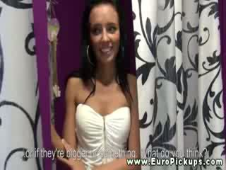 Slavic model gets talked in displaying haar groot lichaam