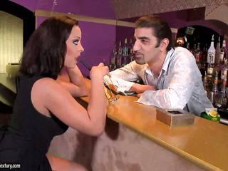 Babe gives extra service naar de klant
