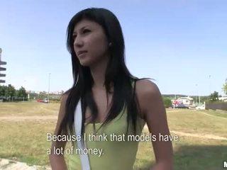 Innocent חובבן נוער מזיין ב ציבורי ל כסף