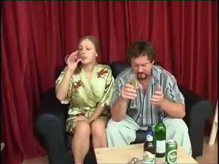 Ayah fucks putri setelah minum bir