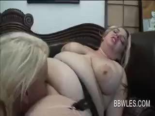 Resnas pusaudžu lesbietes having kaislīgas orāls sekss
